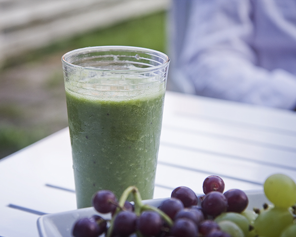How to Make a Green Smoothie with Spinach