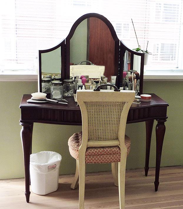 Bombay Company Makeup Table